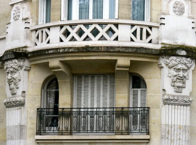 Paris, 72 avenue de Versailles, Jean Boucher et Paul Delaplanche architectes, 1923, et F. F. Joyeux sculpteur.