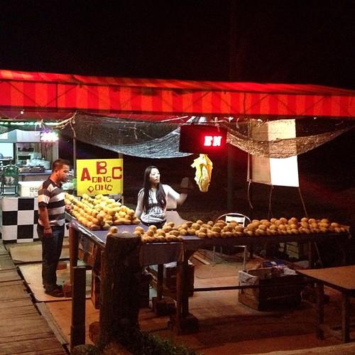 Roadside Mango Stall selling mangoes at $10 a bunch | by raramaurina