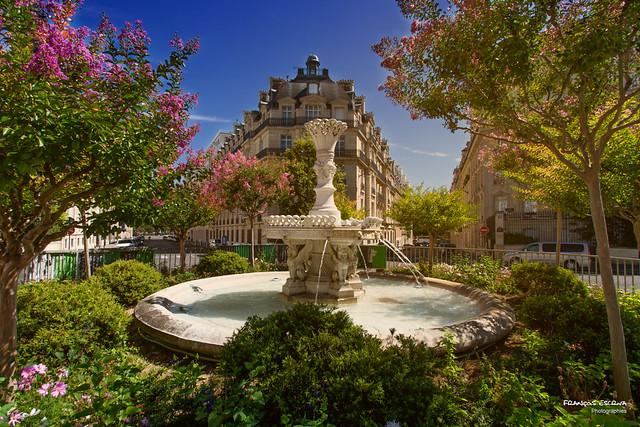 Place Francois 1er Fountain - Paris