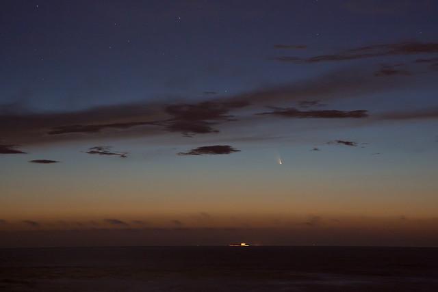 Comet Set: PANSTARRS over the Pacific Ocean (Thursday)