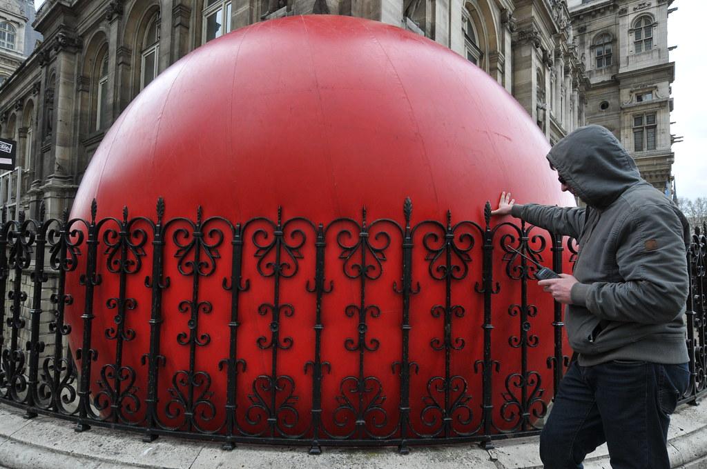 RedBall par Kurt Perschke