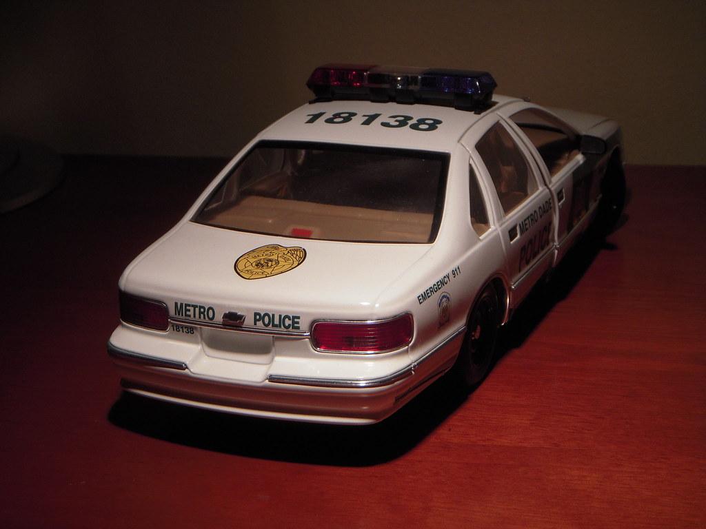 1996 Chevrolet Caprice 9C1 Miami-Dade Police car 1:18 by U…   Flickr