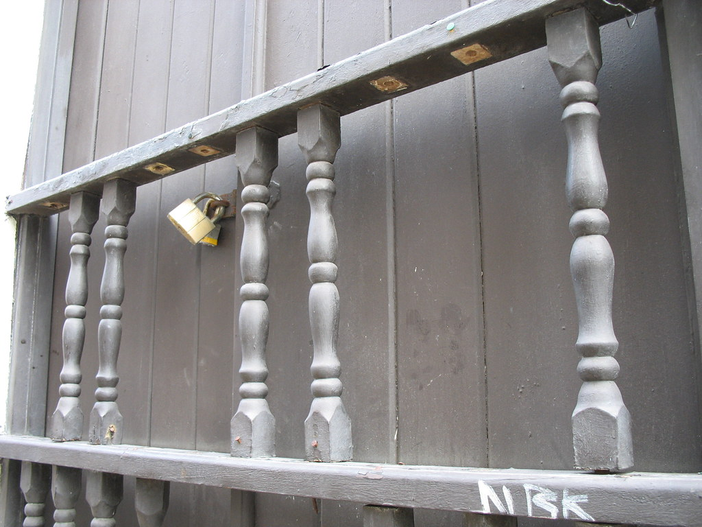 Broken railings, Calle San Justo