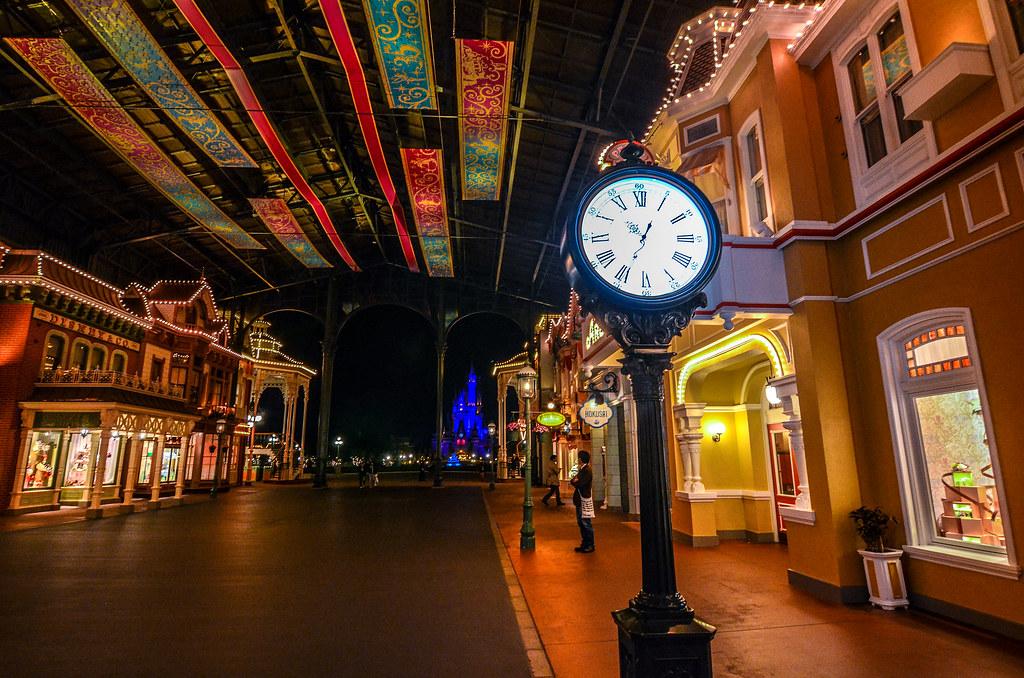 Clock arcade castle night TDL