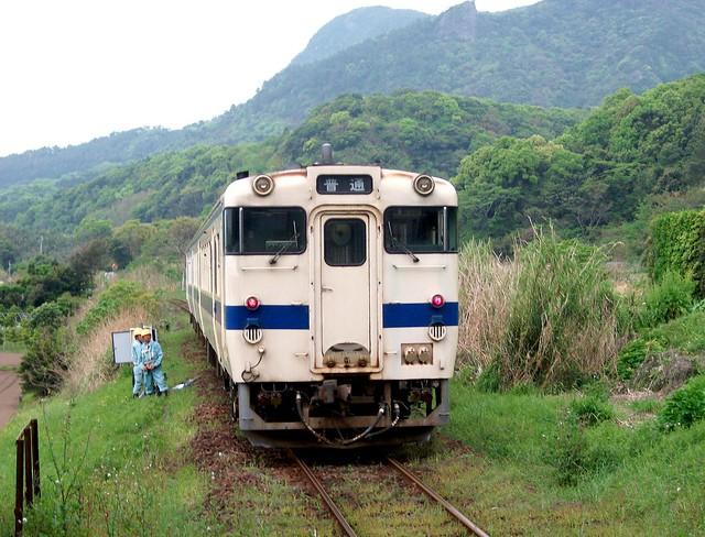 JR入野站-鹿児島縣指宿市-Local train approaching Irino station, Ibuskusi-shi, Kagoshima, Japan