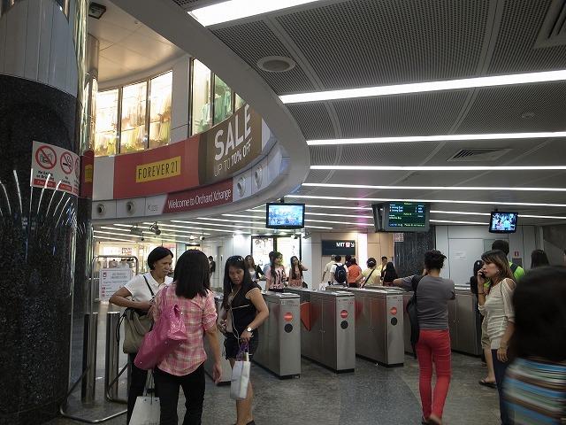 <p>a)オーチャード駅</p>