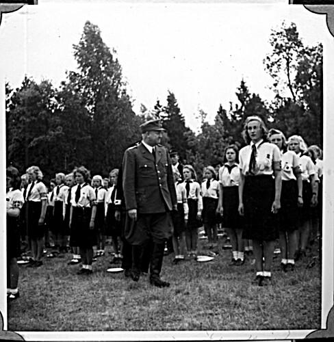Borrestevnet 1943, Vidkun Quisling og jentehirden.