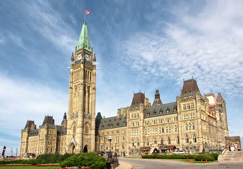 andreamoscato canada america view vista vivid building architecture architettura green blue sky cielo flag parliament hill downtown capital tower city città centre block senate history historic gothic day light