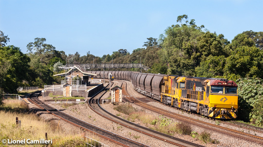 5000's at East Maitland by LC501