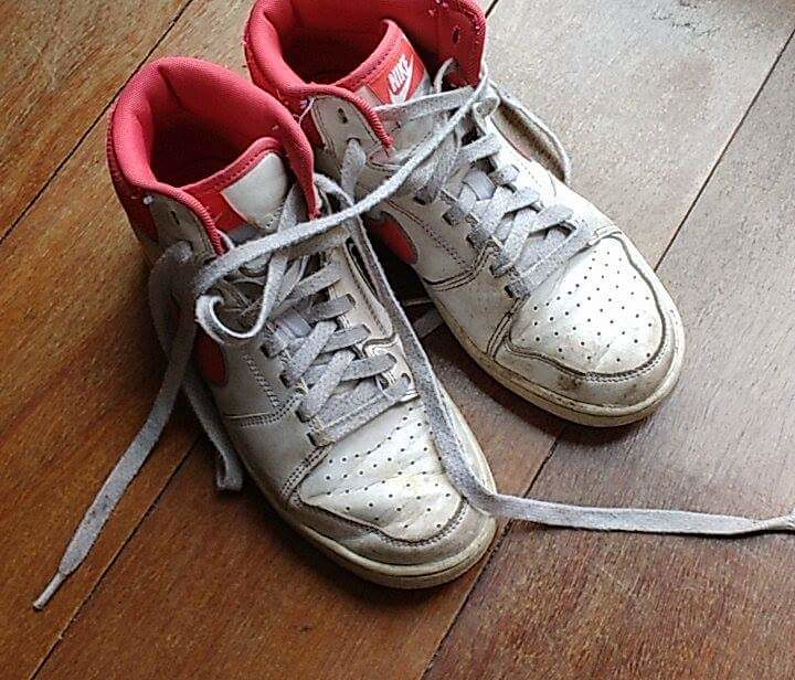 A friend send me some pics of her old sneakers