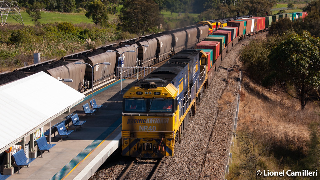 NR's pass Warabrook by LC501
