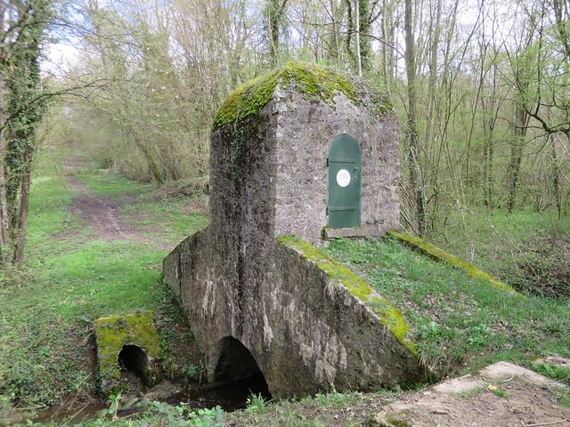 Quel est ce lieu??? Quoi et où??? Siphon sur l'aqueduc de la Dhuys sur le GR11 à Sept-Sorts, rû de Péreuse (77) [Explore du 29 avril 2018]