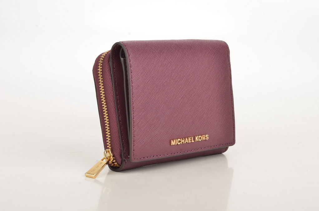 0aa180d3cd81b5 ... Michael Kors Jet Set travel MD ZA Billfold Geldbörse Saffiano  Kalbsleder bordeaux (plum) (