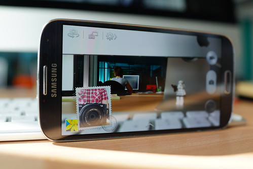 Samsung Galaxy S4 - dual view | by Janitors