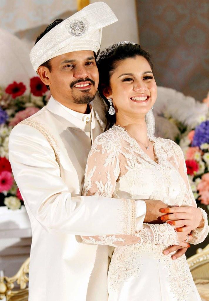 KRUs Yusry Abdul Halim And Actress Lisa Surihani Mohamed Beam Happily At Their Beautiful Wedding Reception
