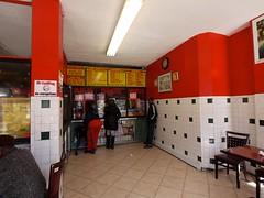 火, 2011-03-22 09:34 - Ali's Trinidad Roti Shop 店内