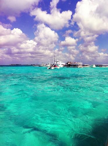 ocean travel blue sea sky water azul clouds boat mar honeymoon explore nuvens caribbean grandcayman caribe iphone iphonesia pagespaulaanddradephotography114740648540386