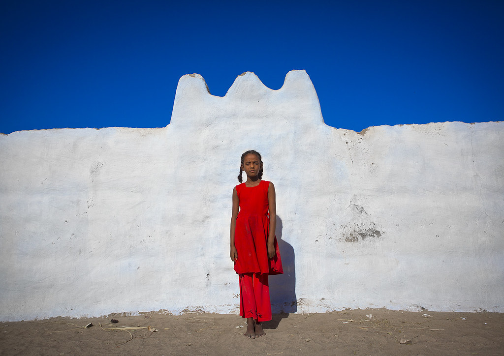 Nubian Girl Standing In Front Of A Wall, Tumbus,sudan