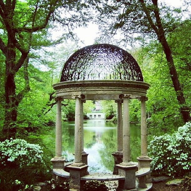 Temple of Love at Old Westbury Gardens NY #templeoflove #gazebo #lake #sky #spring #sculpture #skyviewers #green #nature #ny #newyork #OldWestburyGardens #westbury #tree #LongIsland #intagrammers #primavera #placesintheworld
