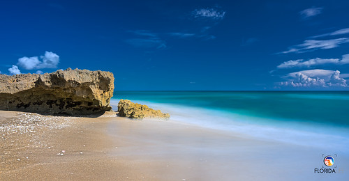 sony a7r2 sonya7r2 ilce7rm2 zeissfe1635mmf4zaoss longexposure fx fullframe scenic landscape waterscape oceanscape nature outdoors sky clouds beach tropical sand turquoise azure island hutchinsonisland stuart palmcity martincounty florida southeastflorida atlanticocean