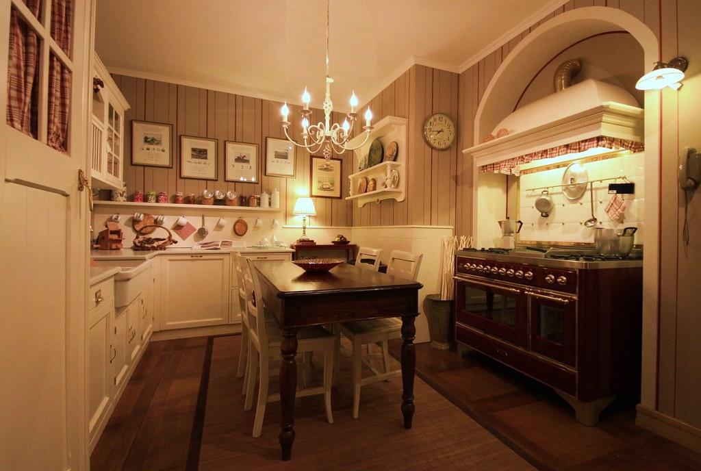Cucina OLD ENGLAND laccata beige e blocco cottura ILVE | Flickr