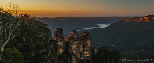 trees sun mountains nature fog sunrise landscape golden bush rocks sony sydney australia bluemountains cliffs hills valley nsw katoomba a390