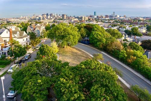 boston newengland pw massachusetts somerville prospecthillpark prospecthill prospecthillmonument bostonskyline skyline green trees