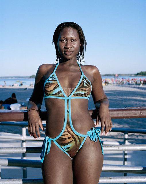 Samantha,  Orchard Beach, The Bronx Riviera, 2010 - Photographie de / Picture from: Wayne Lawrence