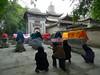 Muslimky u hrobů duchovních, foto: Jan Karlach