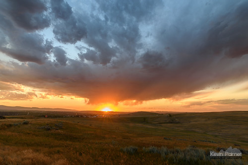summer july nikond750 tokina1628mmf28 color colorful sunset evening dusk virga storm stormy clouds weather gold golden sunlight orange grass sheridan wyoming sunstar