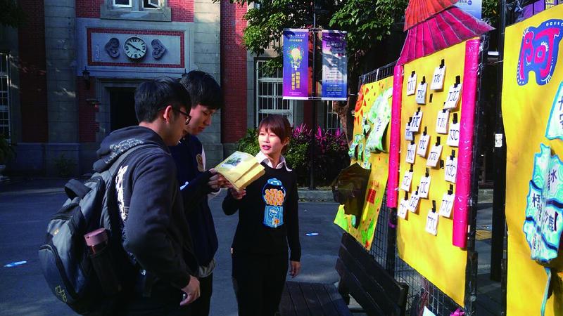 中友週設計文化牆與互動遊戲,幫助他人更加了解台中南投的文化。圖/中友會提供