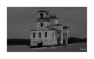 Avant la fin - Retenue de Rybinsk -Church ruins in the Rybinsk reservoir