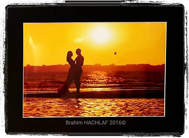 Au coucher du soleil   #brahimhachlaf🍃😊 #shooting  #photography #portraiture #portrait #saintbrevin #coucherdusoleil🌅 #plage🌊 #sunrise #couple #ombrechinoises #contrejours #bokeh