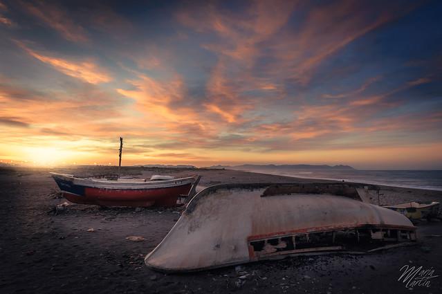 Amanecer tras las barcas - Sunrise behind the boats   In Explore