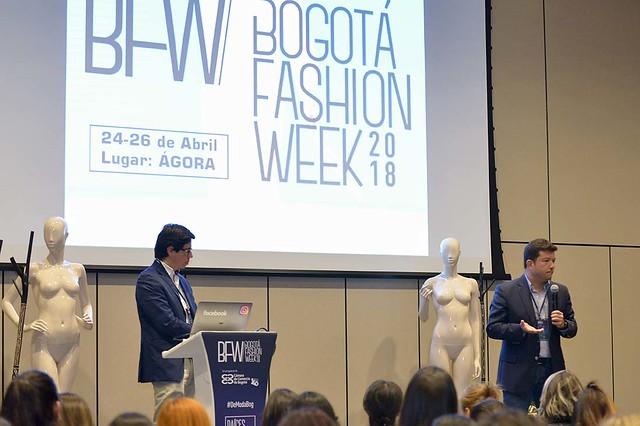 Conferencia En Busca de la Identidad / Conversatorio Moda 3.0 en las Redes Sociales