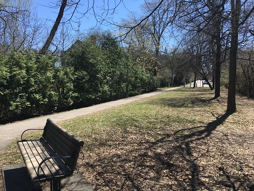 Heather Crow Park is a space wedged between Scott St. and Patricia Ave. adjacent to a Island Park Drive
