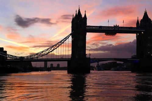 towerbridge riverthames sunrise dawn earlymorningskies silhouette shimmer water reflections london boats explore worldphotoday worldphotoday2016