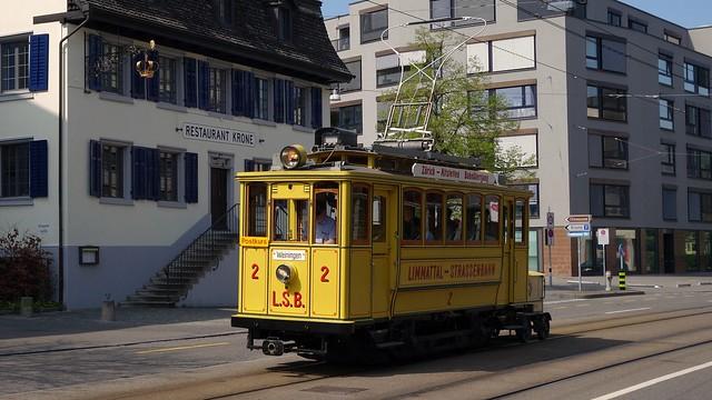 Tram Museum Zürich - LSB 2 mit Postrolli Z2 vor dem Restaurant Krone in Zürich - Altstetten (13. April 2014)