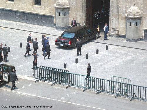 Arribo de Barack Obama al Palacio Nacional de México   by Soy Vainillita