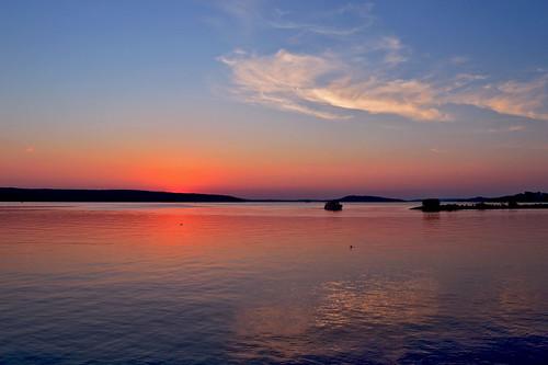 sunset auringonlasku suomi lake järvi järvimaisema sun aurinko vesi water evening ilta sky clouds pilvet taivas colors tyyni light horizon horisontti blue reflections heijastus finland nikon scape views waterscape d3200 nikond3200 europe