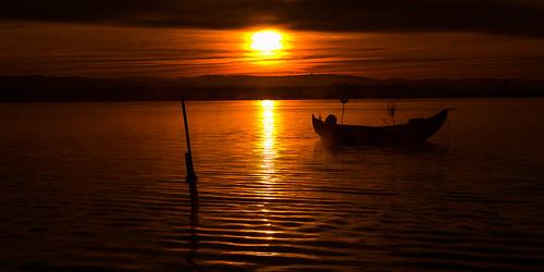 landscape red paisaje orange naranja portugal europa amanecer sol sun clouds nubes barca boat nd09