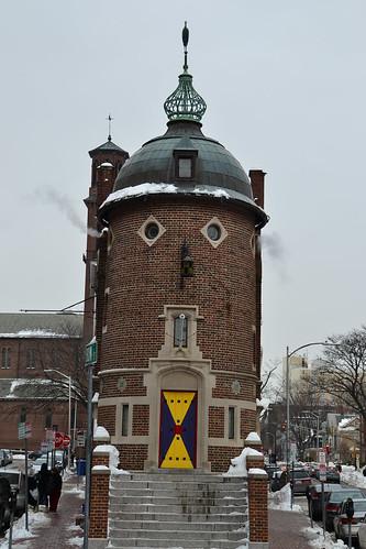 圖8.校園內奇特如童話城堡般的建築。