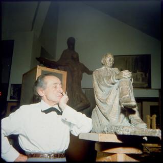 Victorio Macho en Roca Tarpeya en 1964. Fotografía de Santos Yubero © Archivo Regional de la Comunidad de Madrid,fondo fotográfico | by eduardoasb