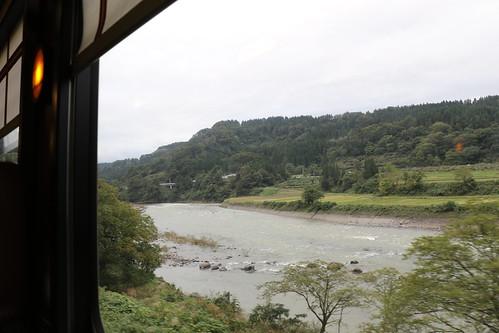 新潟 津南町 train view river 信濃川 japan niigata おいこっと joyfultrain jr jr東日本