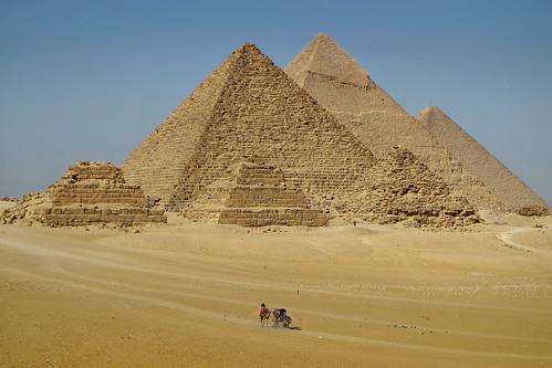 cairo egypt egipto africa middleeast mediooriente piramides pyramids viewing many muchas arquitectura architecture desert desierto turismo tourism aligment alineadas
