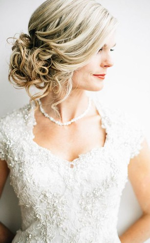 Coiffure De Mariage  : Featured Photographer: Lindsey Shaun Photography, Featured Hairstyle: Hair and M... | by flashmode.be