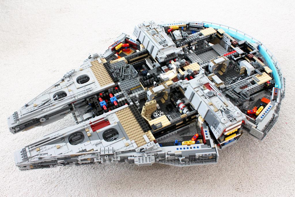 Lego Star Wars Ucs Millennium Falcon 75192 Read More Her Flickr