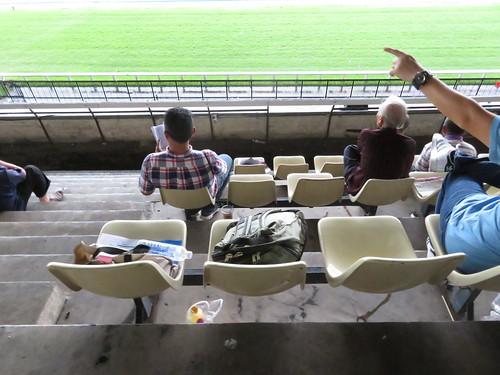 ロイヤルターフクラブ競馬場のスタンド4階の座席