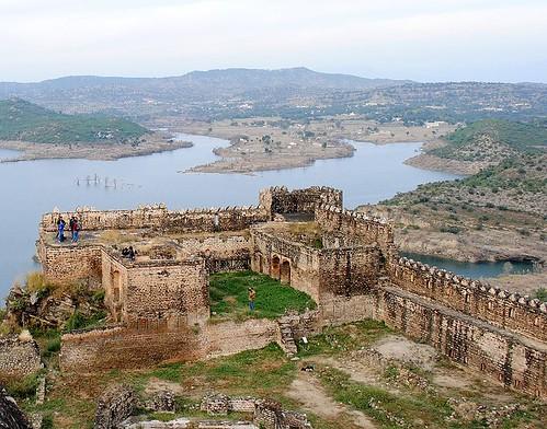 File:Beautiful view of Mangla Lake from Ramkot Fort.JPG