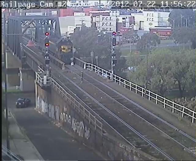 (VIDEO) X31-T320 down El Zorro BG light engine 22-7-2012 by Railpage Bunbury Street